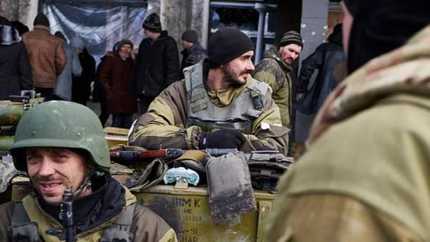 Боевики в Донбассе продолжают разворовывать оружие и жалуются на питание