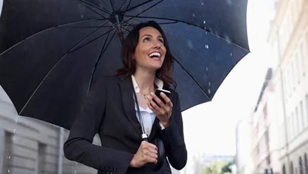 Большинство украинцев Страстную пятницу встретит под зонтиками