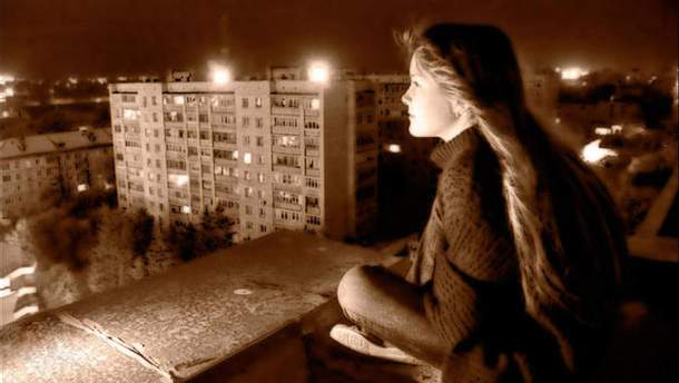 На Львівщині школярка впала з даху