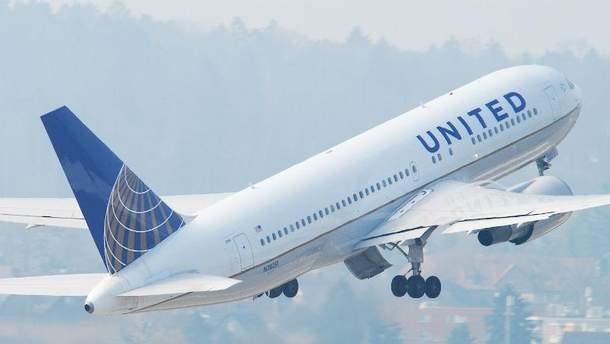 Літак авіакомпанії United Airlines