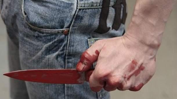 Нацгвардійця, пораненого ножем в ірпені, прооперували.