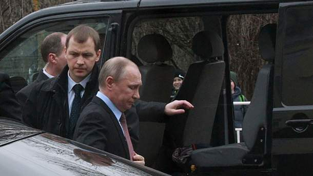 Владимир Путин в окружении своей охраны