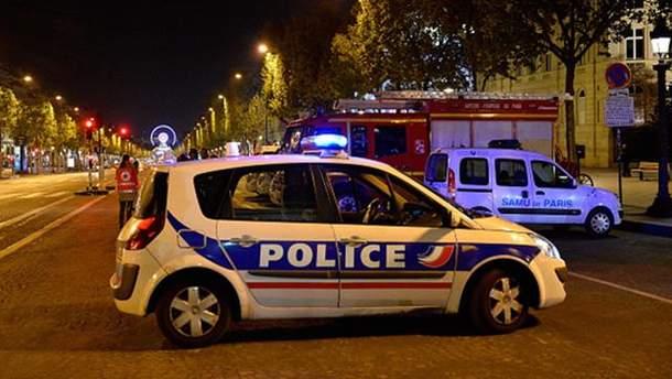 Місце нападу на поліцейських у Парижі