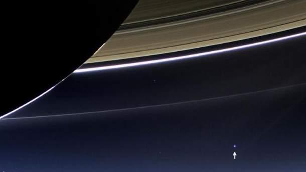 Кольца Сатурна и вид на планету Земля