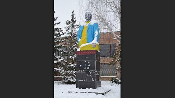 Памятник Ленину могут использовать для перекрытия крыши церкви в Киевской области