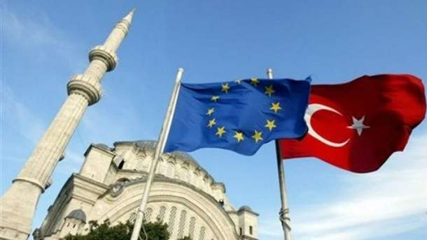 ЕС хочет приостановить переговоры с Турцией