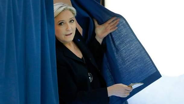 Марин Ле Пен голосовала одной из последних