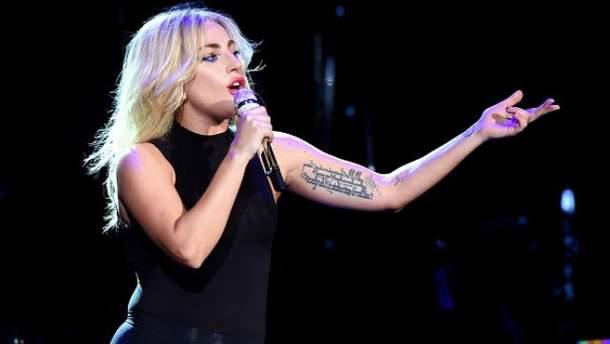 Lady Gaga теперь не блондинка