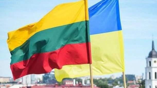 Возле посольства Литвы в Киеве бросили дымовую шашку