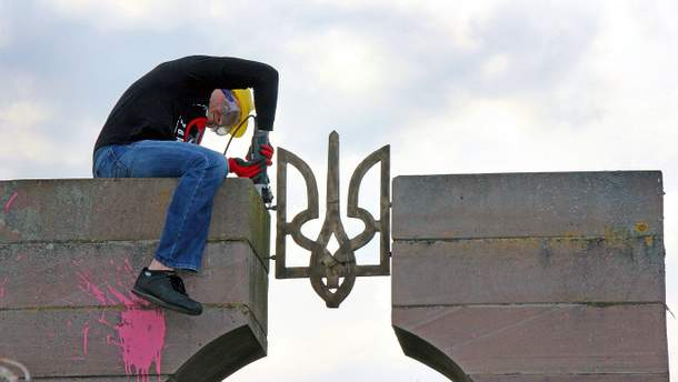 Демонтаж памятника воинам УПА