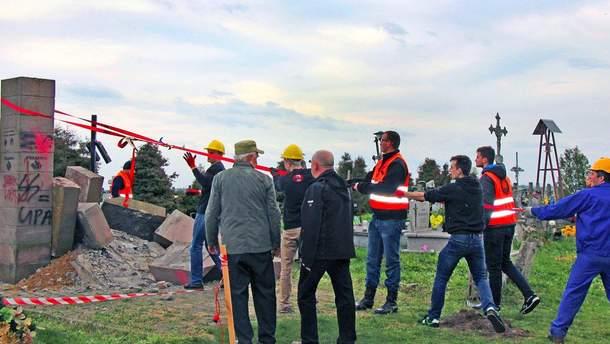 Демонтаж пам'ятника воїнам УПА під Перемишлем