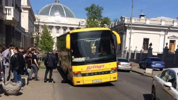 Провал асфальта в Киеве