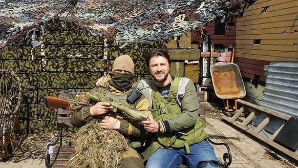 Сергей Притула с военным в зоне АТО