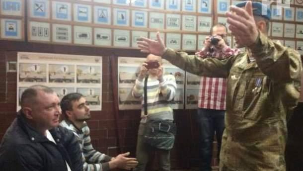 Столкновения бойцов с перевозчиками