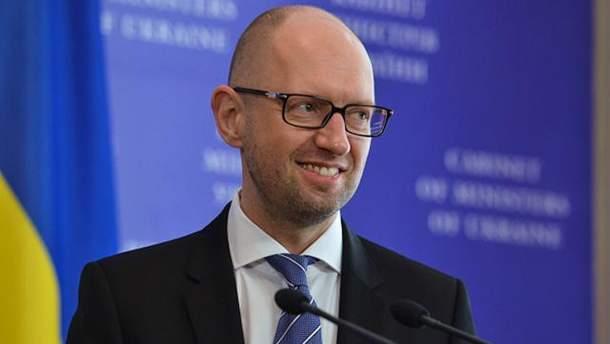 Интерпол отказался объявлять в международный розыск Арсения Яценюка