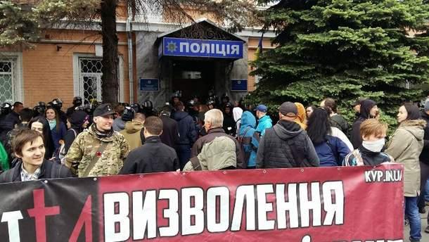 Активісти батальйону ОУН пікетують райвідділок у Києві