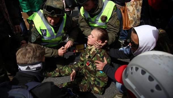 Потерпіла дівчина внаслідок сутичок біля Вічного вогню у Києві