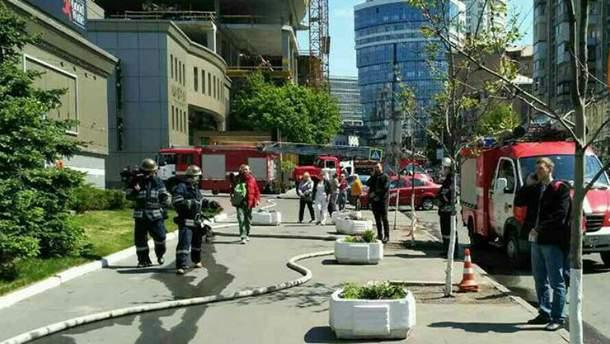 Фото с места пожара в центре Киева