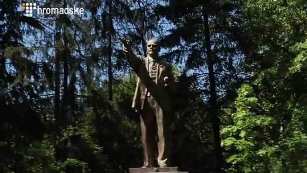 В Голосеевском районе Киева до сих пор стоял памятник Ленину