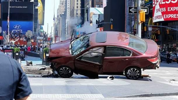 Водитель въехал в людей на Таймс-сквер