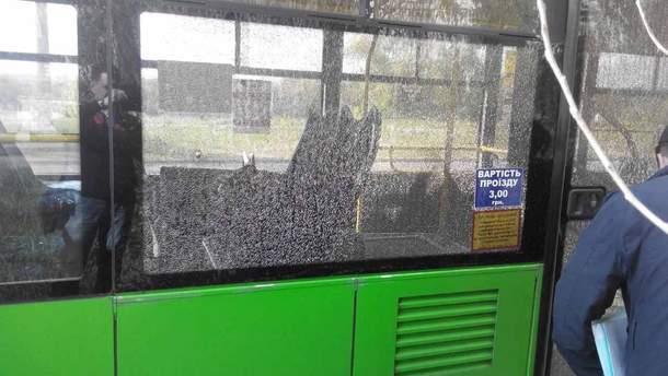 В Харькове обстреляли троллейбус.