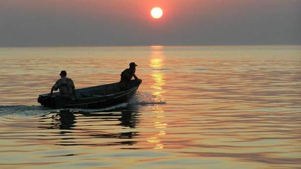 Лодка с рыбаками перевернулась на Херсонщине