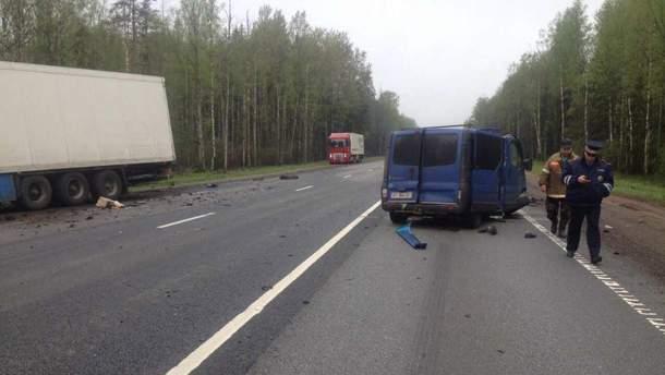 Микроавтобус с украинцами попал в страшную аварию в России