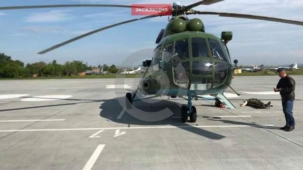 Вертоліт забирає поранених