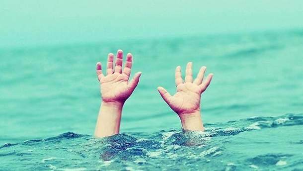 Мальчик утонул в бассейне