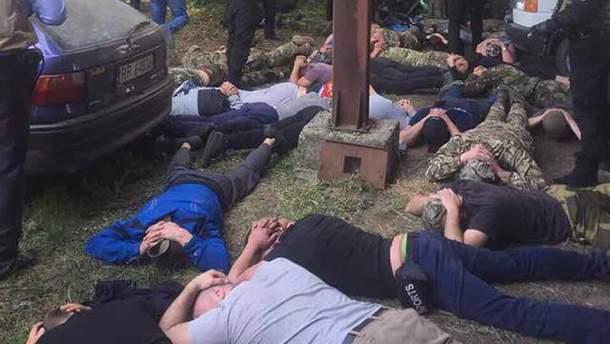 Поліція на Вінниччині затримала учасників рейдерського захоплення фермерського підприємства