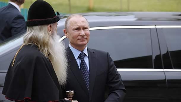 Владимир Путин после встречи с голубем