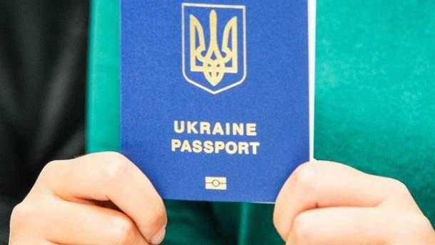 Кримчанка отримала український біометричний паспорт