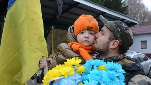 Військовий АТО з дитиною