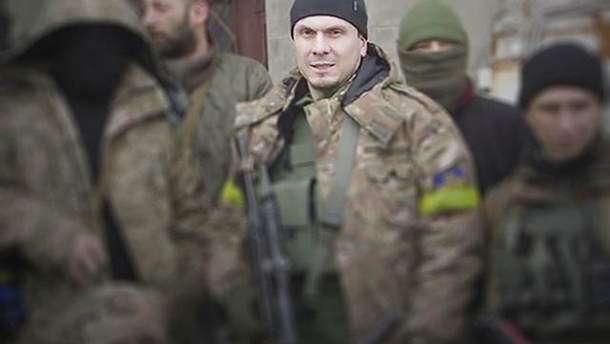 Осмаев воевал в зоне АТО на стороне Украины и является мужем чеченской снайпера-бойца АТО Амины Окуевой