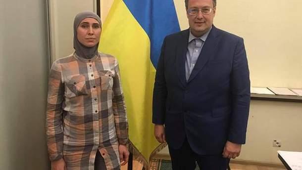 Аміна Окуєва подякувала за підтримку після замаху на свого чоловіка Адама Осмаєва