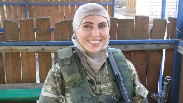 Замах на Осмаєва: Аміна Окуєва вистрелила в нападника із нагородної зброї