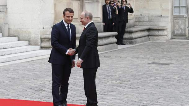 Между Путиным и Макроном существует личная неловкость