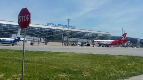 У львівському аеропорту пасажирів літака