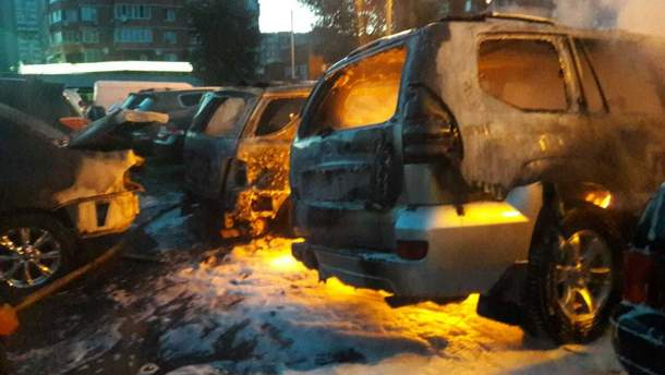 У Києві згоріло 8 автомобілів