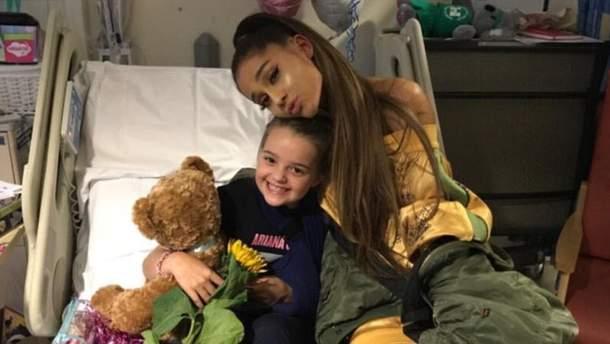 Ариана  Гранде посетила раненых детей после теракта в Манчестере