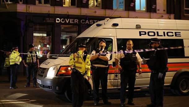 После терактов в Лондоне на улицы вышли немало правоохранителей