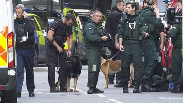 После терактов в Лондоне на улицах работает много правоохранителей