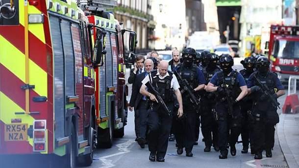 Место теракта в Лондоне окружила полиция