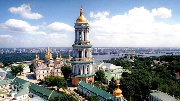 На колокольне Киево-Печерской лавры до сих пор красуются двуглавые орлы Российской Федерации