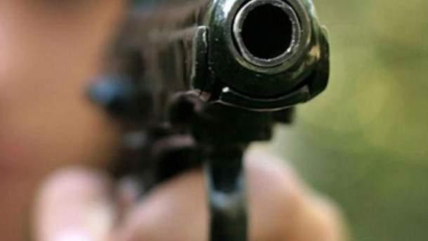 Работник СБУ открыл стрельбу