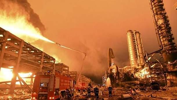 В результате взрыва на нефтехимическом предприятии в Китае произошел пожар