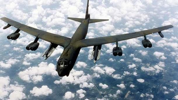 Бомбардировщик  США В-52 был перехваченным российским истребителем