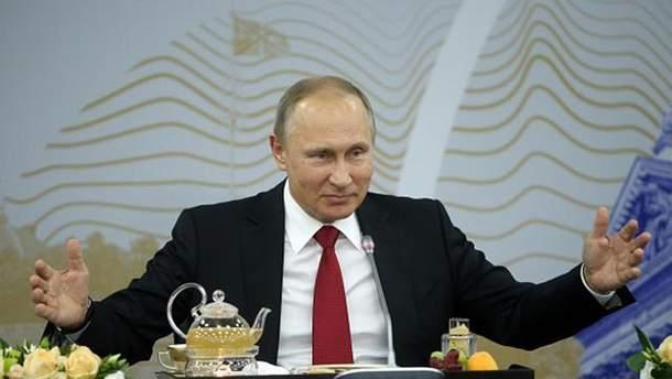 """Путин пытался поставить Макрона """"на место"""", но не смог этого сделать"""