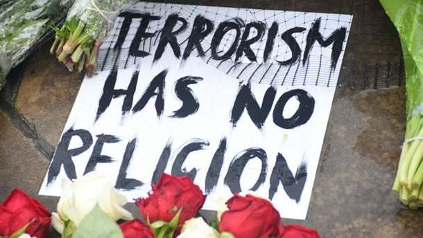 Почтении памяти жертв теракта в Лондоне