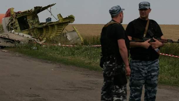 Российские военные на месте катастрофы Boeing 777